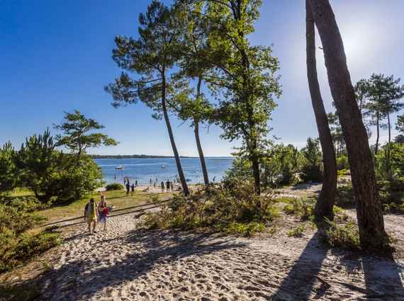 A romantic stroll to the secret beach of Caton in Sanguinet